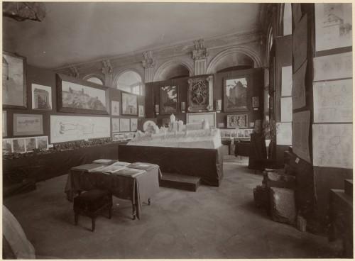 Exposition de 1905, salle consacrée au château du Haut-Koenigsbourg (Denkmalarchiv, DRAC Alsace)